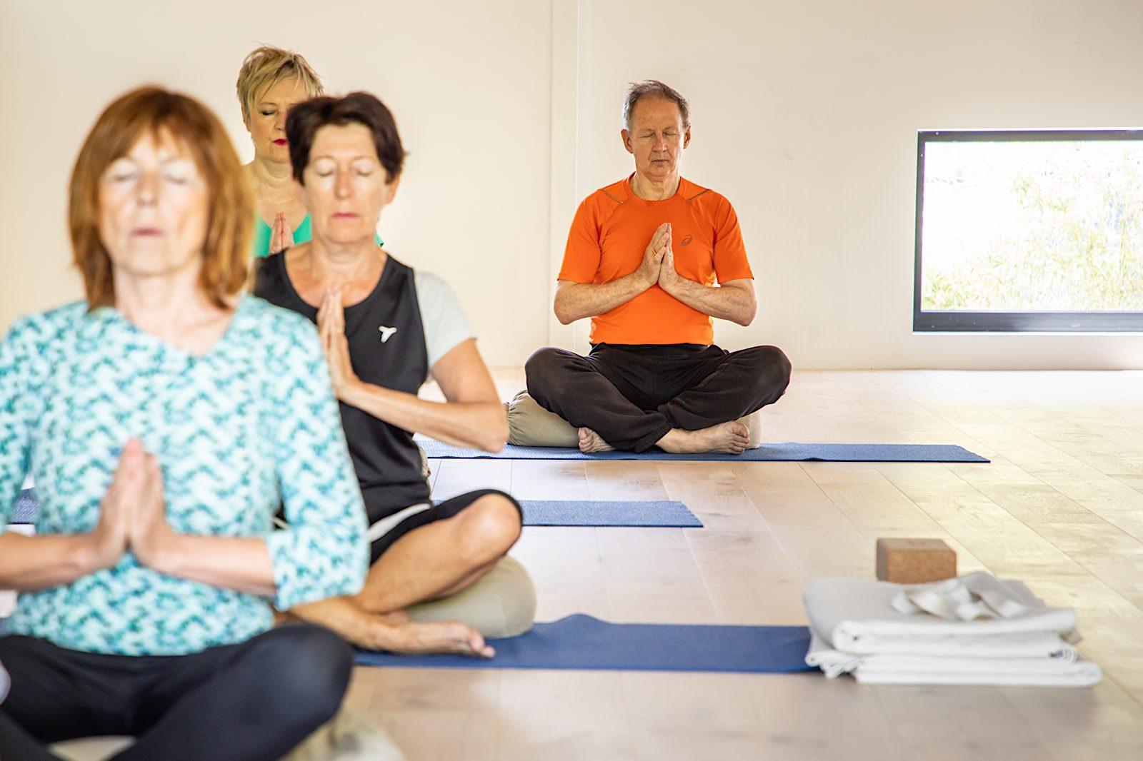 Begin van een 60+ les, meditatie