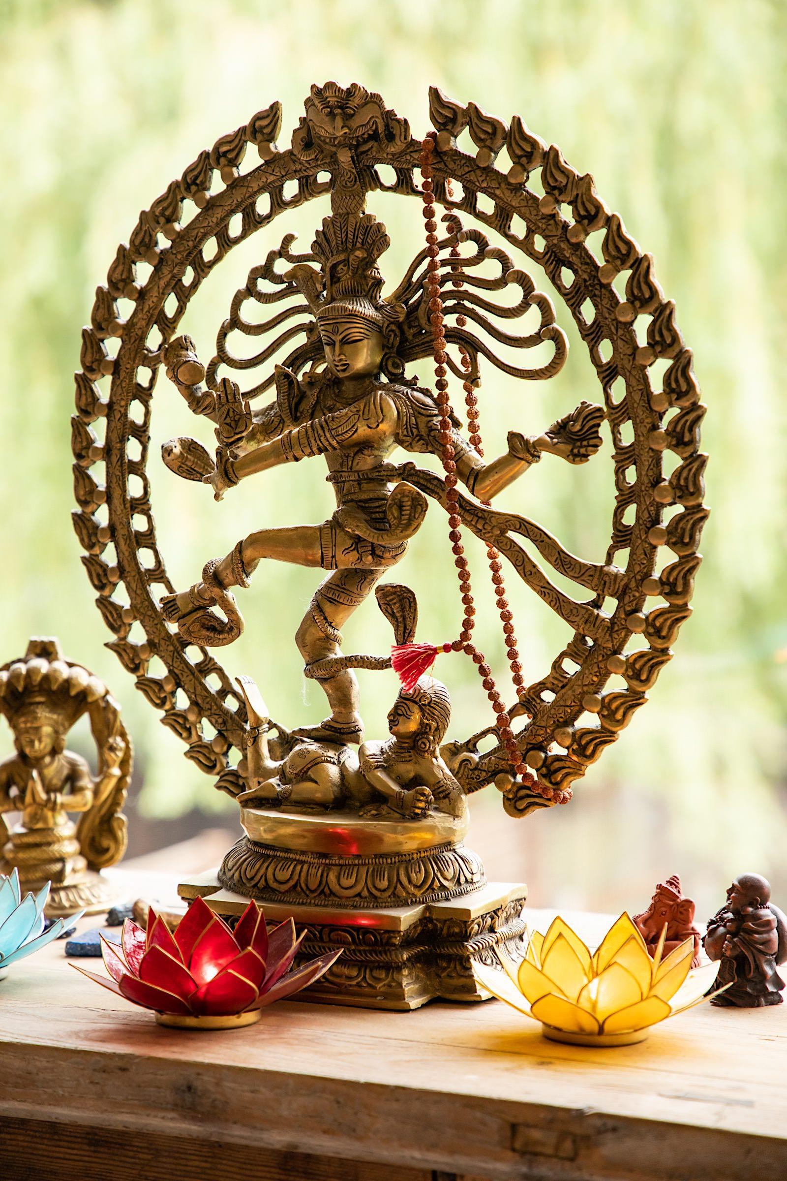 Statue dancing shiva